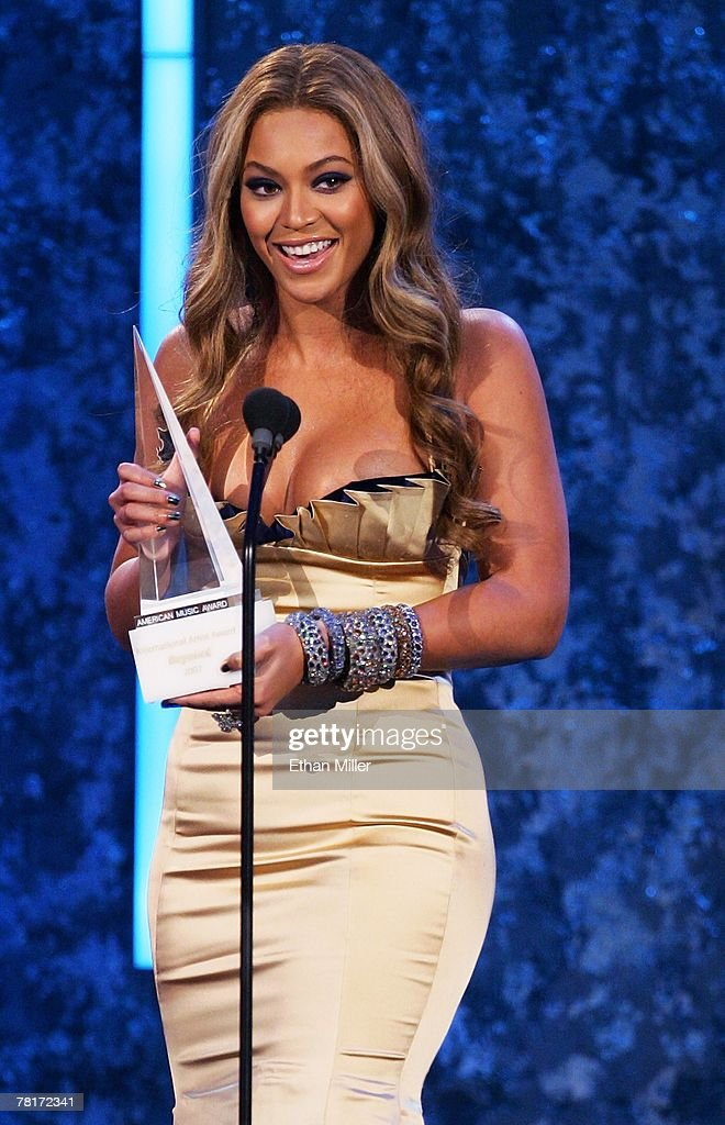 Singer Beyonce Knowles accepts the International Star of the Year Award during the 2007 American Music Awards at the Nokia Theatre L.A. Live November 18, 2007 in Los Angeles, California.