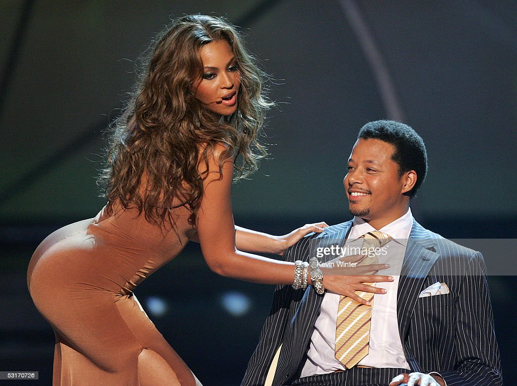 Singer Beyonce Knowles and actor Terrence Howard perform onstage at the BET Awards 05 at the Kodak Theatre on June 28, 2005 in Hollywood, California.