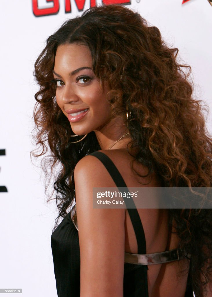 Singer Beyonce Knowles arrives at a reception celebrating the 2007 Sports Illustrated Swimsuit Issue in which she appears on the cover at the Pacific Design Center on February 14, 2007 in Los Angeles, California.