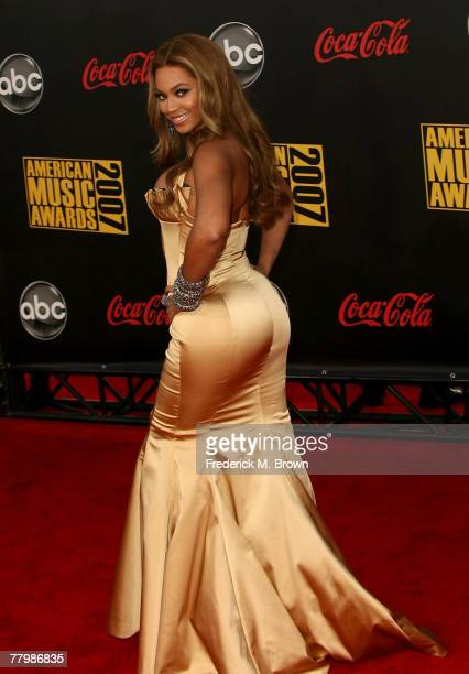 Singer Beyonce Knowles arrives at the 2007 American Music Awards held at the Nokia Theatre LA LIVE on November 18 2007 in Los Angeles California