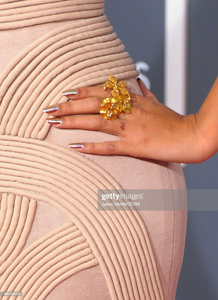 Singer Beyonce Knowles (jewelry detail) arrives at the 52nd Annual GRAMMY Awards held at Staples Center on January 31, 2010 in Los Angeles, California.