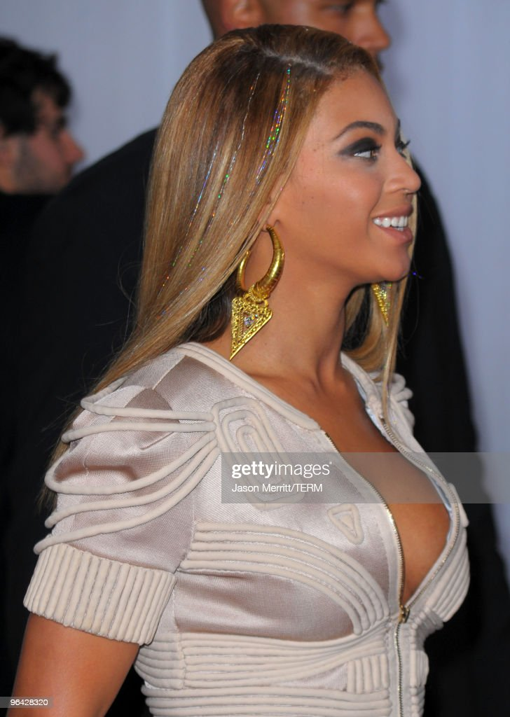 Singer Beyonce Knowles (hair and jewelry detail) arrives at the 52nd Annual GRAMMY Awards held at Staples Center on January 31, 2010 in Los Angeles, California.