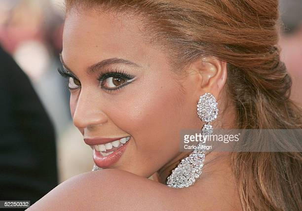 Singer Beyonce Knowles arrives at the 77th Annual Academy Awards at the Kodak Theater on February 27, 2005 in Hollywood, California.