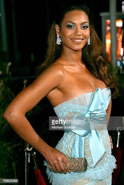 Singer Beyonce Knowles arrives at the premiere of Paramount Pictures' Dreamgirls at the Wilshire Theatre on December 11 2006 in Los Angeles California
