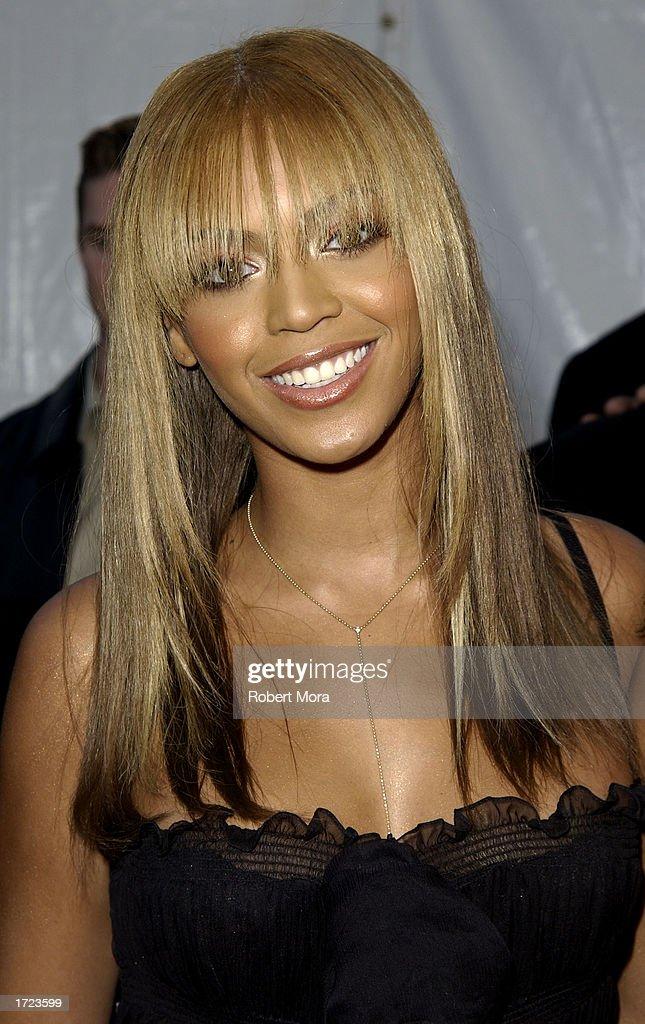 30th Annual American Music Awards : News Photo