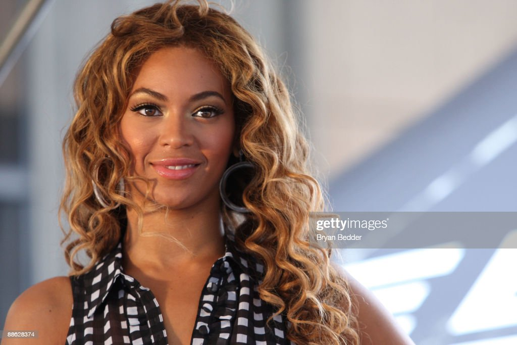 """Beyonce KicksOff National """"Show Your Helping Hand"""" Hunger Relief Initiative : News Photo"""