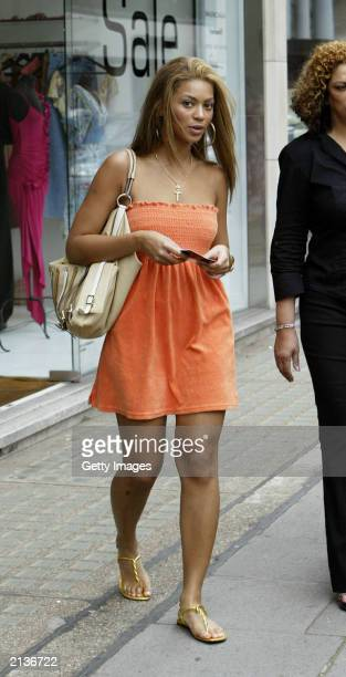 Singer Beyonce Knowles leaves Koh Samui during a shopping trip on July 4 2003 In London