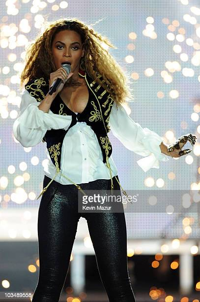 Singer Beyonce Knowles performs at the World Music Awards 2008 at the Monte Carlo Sporting Club on November 9, 2008 in Monte Carlo, Monaco.