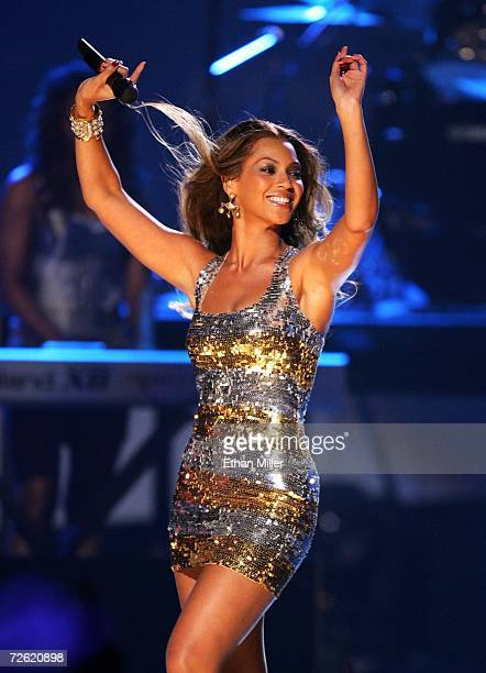 Singer Beyonce Knowles performs Irreplaceable onstage at the 2006 American Music Awards held at the Shrine Auditorium on November 21 2006 in Los...