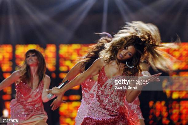 Singer Beyonce Knowles performs on stage during the World Music Awards 2006, at Earls Court on November 15, 2006 in London, England.
