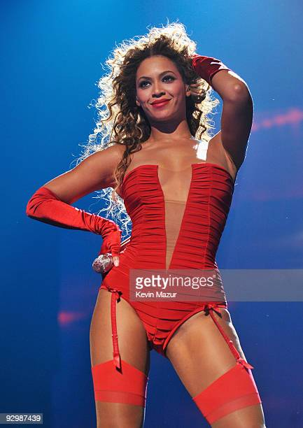 Singer Beyonce Knowles performs onstage during the 2009 MTV Europe Music Awards held at the O2 Arena on November 5, 2009 in Berlin, Germany.
