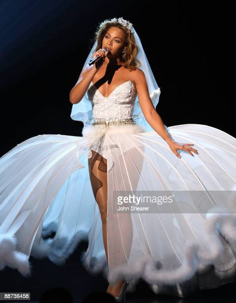 Singer Beyonce Onstage At The 2009 Bet Awards Shrine Auditorium On June 28