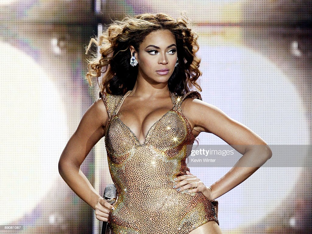 Beyonce Performs at The Staples Center : News Photo