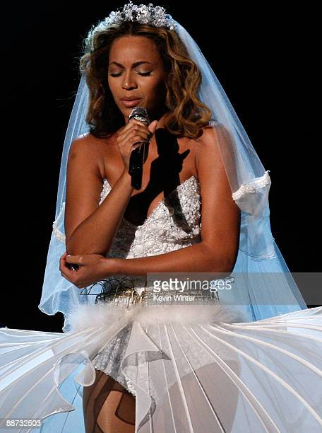 Singer Beyonce performs onstage during the 2009 BET Awards held at the Shrine Auditorium on June 28 2009 in Los Angeles California
