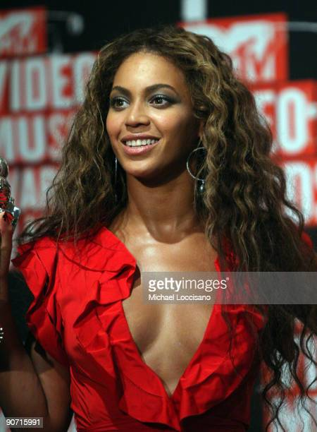 Singer Beyonce poses in the pressroom during during the 2009 MTV Video Music Awards at Radio City Music Hall on September 13 2009 in New York City