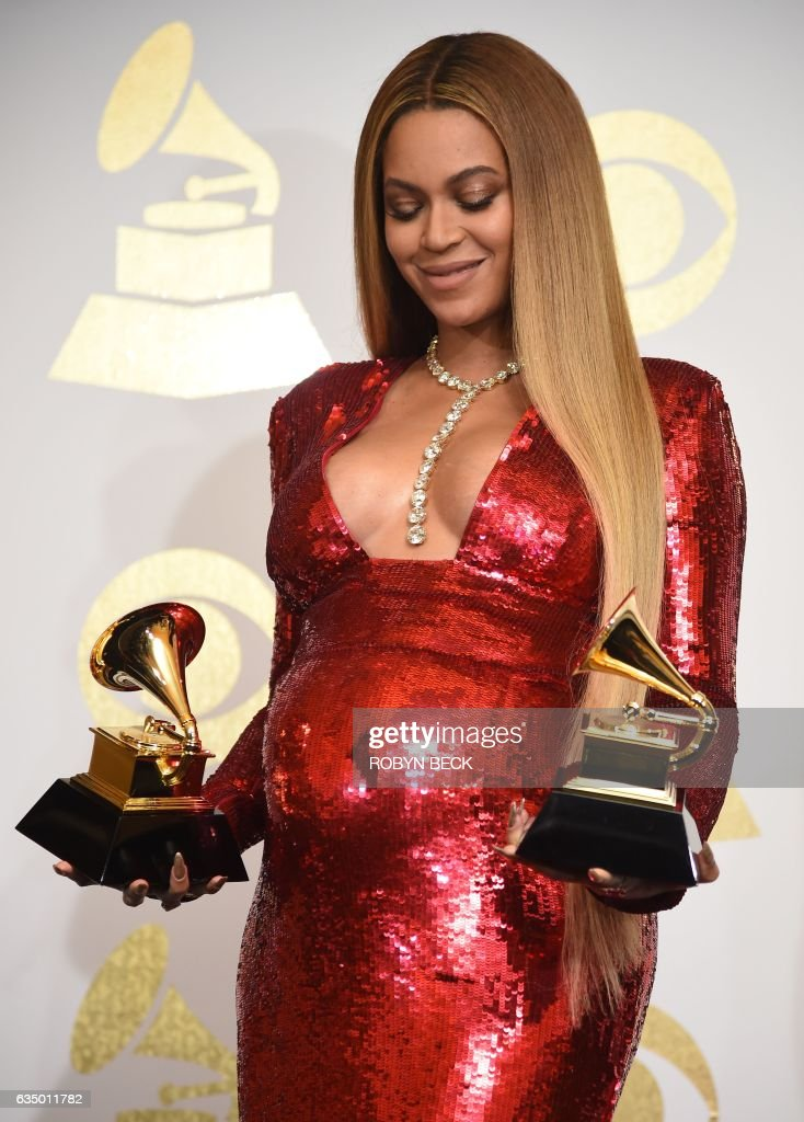 Singer Beyonce poses with her Grammy trophies in the press room during the 59th Annual Grammy music Awards on February 12, 2017, in Los Angeles, California. / AFP / Robyn BECK