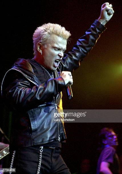 Singer Billy Idol peforms at the Vanity Fair 'In Concert' to benefit Step Up Women's Network on November 15 2003 in Hollywood California