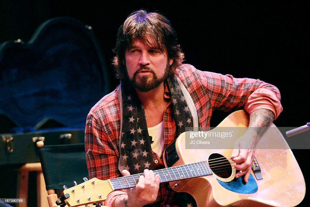 Live Talks L.A Series: Billy Ray Cyrus Book Signing And Q&A : ニュース写真