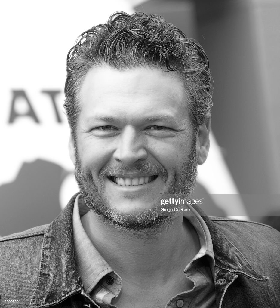 Singer Blake Shelton arrives at the premiere of Sony Pictures' 'The Angry Birds Movie' at Regency Village Theatre on May 7, 2016 in Westwood, California.