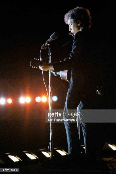 Singer Bob Dylan is photographed in concert at Forest Hills Tennis Stadium on August 28 1965 in Queens New York CREDIT MUST READ Ken Regan/Camera 5...
