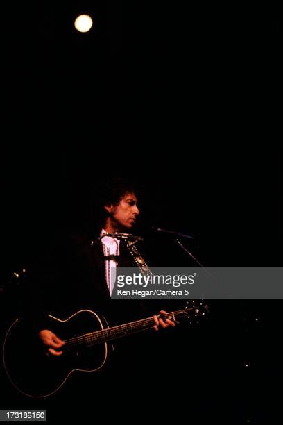 Singer Bob Dylan is photographed performing in July 1989 in Pittsburgh Pennsylvania CREDIT MUST READ Ken Regan/Camera 5 via Contour by Getty Images