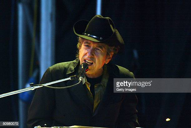 Singer Bob Dylan performs on stage at The Fleadh 2004 at Finsbury Park June 20 2004 in London England The Fleadh 2004 doubles as the London stop of...