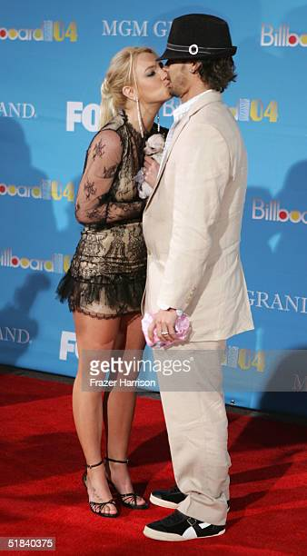 Singer Britney Spears and husband Kevin Federline kiss as they arrive at the 2004 Billboard Music Awards on December 8 2004 at the MGM Grand Garden...