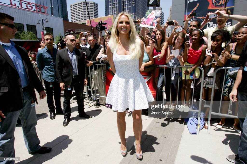 """The X-Factor"" Kansas City Auditions : News Photo"