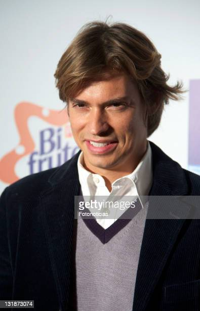 Singer Carlos Baute arrives to 'La Noche de Cadena 100' at the Palacio de los Deportes on April 2 2011 in Madrid Spain