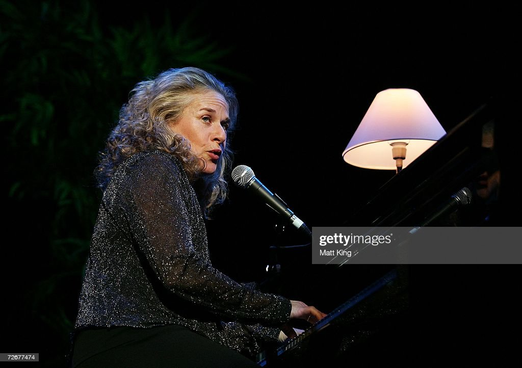Singer Carole King performs on stage in concert at the Sydney Entertainment Centre on November 30, 2006 in Sydney, Australia.