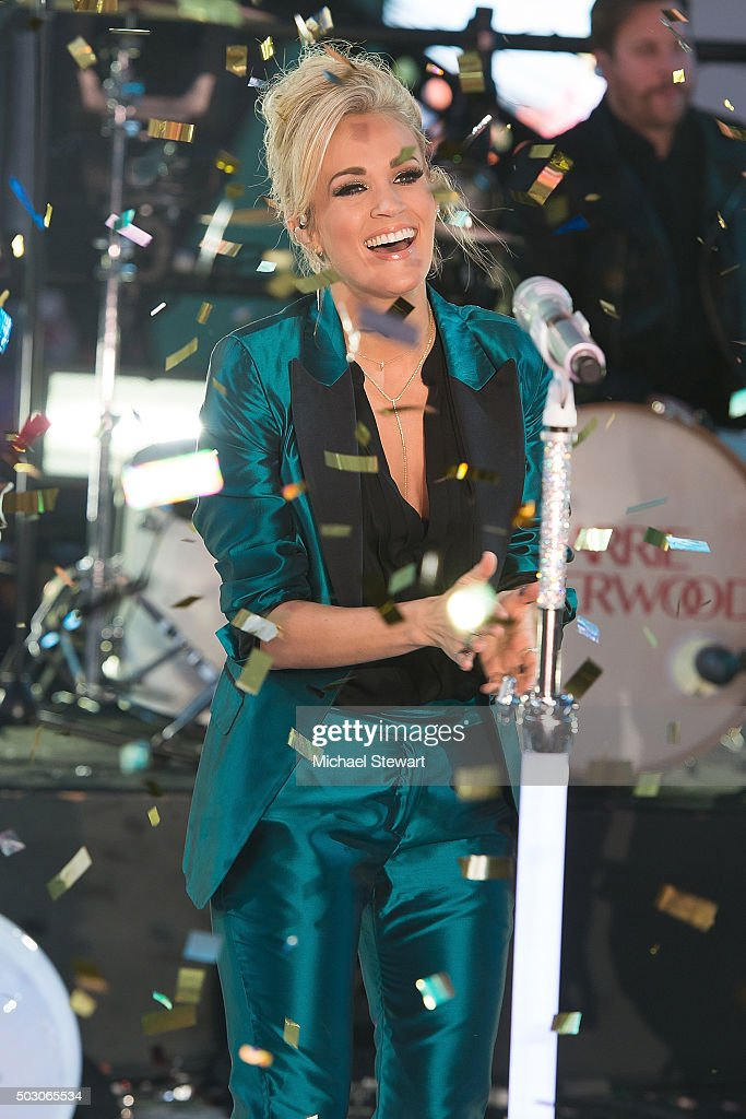 Carrie underwood performs at dick clarks pics 793