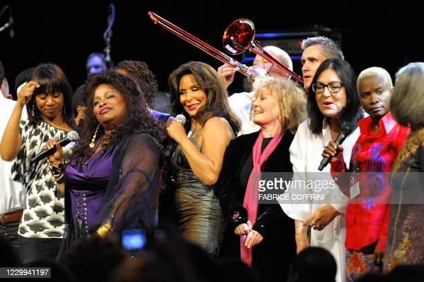 "Singer Chaka Khan Freda Payne Petula Clark Nana Mouskouri and Angelique Kidjo performs during the ""Quincy Jones' 75th Anniversary Celebration"" night..."