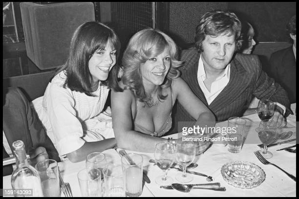 Singer Chantal Goya singer Nicoletta and JeanJacques Debout during a party at Elysee Matignon night club in Paris in 1977