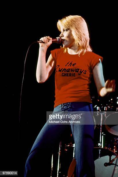 Singer Cherie Currie of the rock band 'The Runaways' performs on stage in 1976