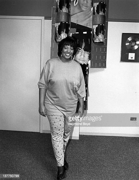 Singer Cheryl Lynn poses for a photo at the Warner Elektra Atlantic regional office in Glendale Heights Illinois in 1991
