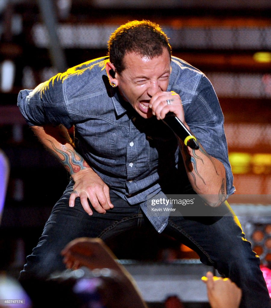 Singer Chester Bennington of Linkin Park performs onstage during the MTVu Fandom Awards at Comic-Con International 2014 at PETCO Park on July 24, 2014 in San Diego, California.