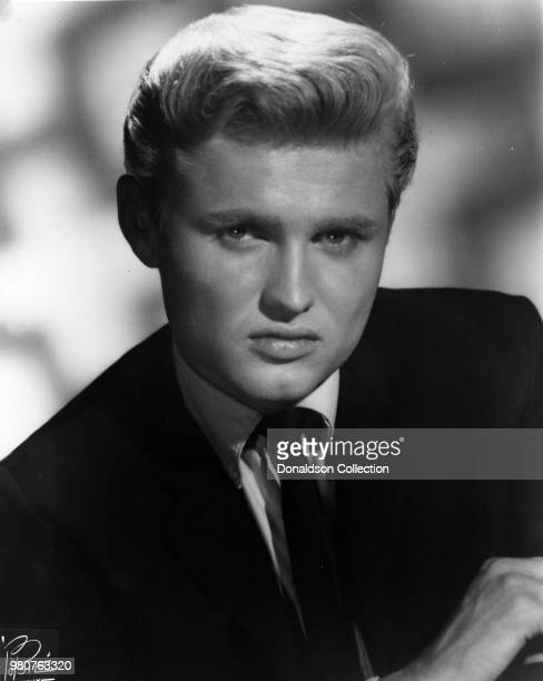 Singer Chip Taylor poses for a portrait in circa 1960 in New York