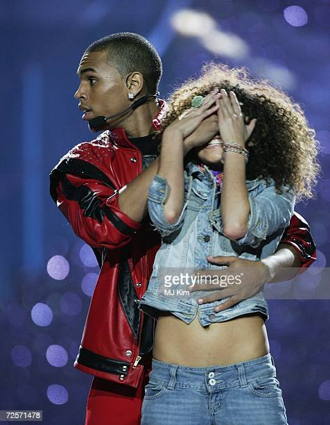 """Singer Chris Brown performs Michael Jackson hit """"Thriller"""" during the 2006 World Music Awards at Earls Court on November 15, 2006 in London."""