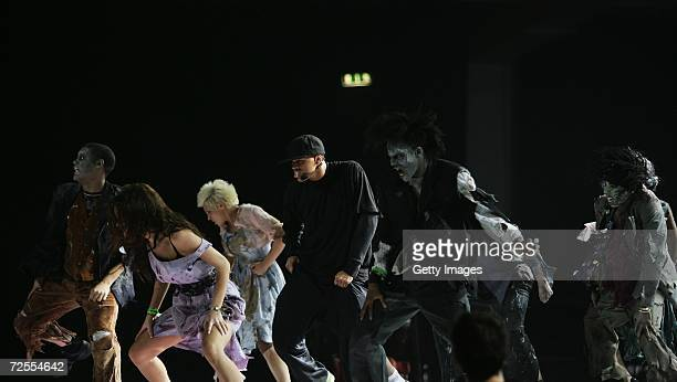 Singer Chris Brown rehearses Michael Jackson hit 'Thriller' for the 2006 World Music Awards on November 15 2006 in London England The show will...