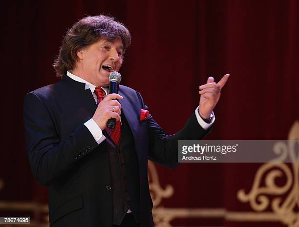 Singer Chris Roberts performs on stage during the 'Danke Dieter Thomas Heck 70th birthday gala' on December 29 2007 in Berlin Germany