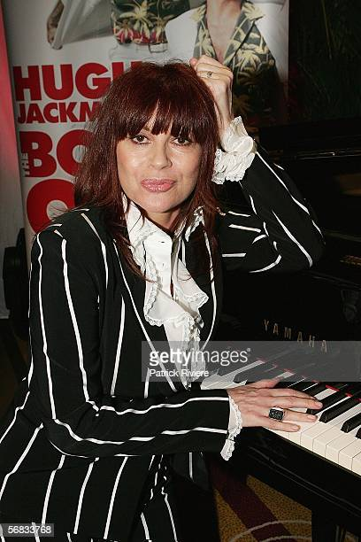 Singer Chrissy Amphlett poses during a press conference announcing a national tour of the Broadway hit 'The Boy From Oz' at the Hilton Hotel on...