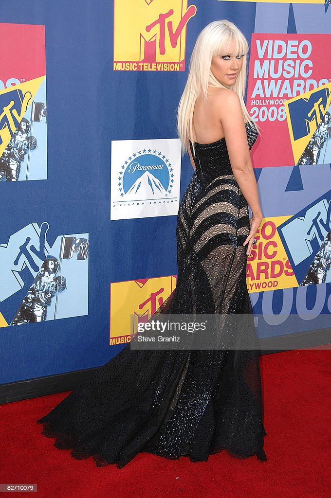 Singer Christina Aguilera arrives at the 2008 MTV Video Music Awards at Paramount Pictures Studios on September 7, 2008 in Los Angeles, California.