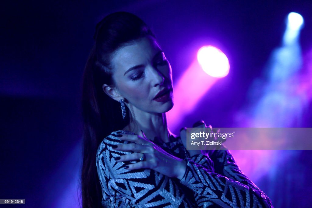 chrysta bell performs at the borderline in londonの写真および