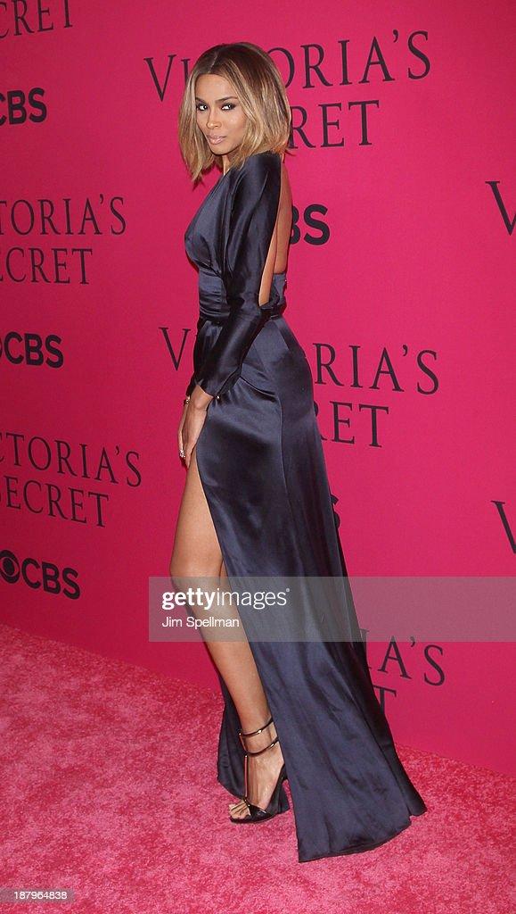 2013 Victoria's Secret Fashion Show - Pink Carpet Arrivals : News Photo