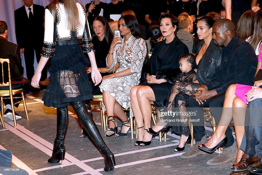 Givenchy : Front Row - Paris Fashion Week Womenswear Spring/Summer 2015 : News Photo