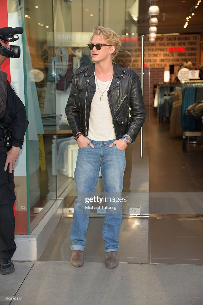 Singer cody simpson attends a meet and greet with fans as part of cody simpson joins australian brand cotton on for their holiday charity campaign i give a m4hsunfo