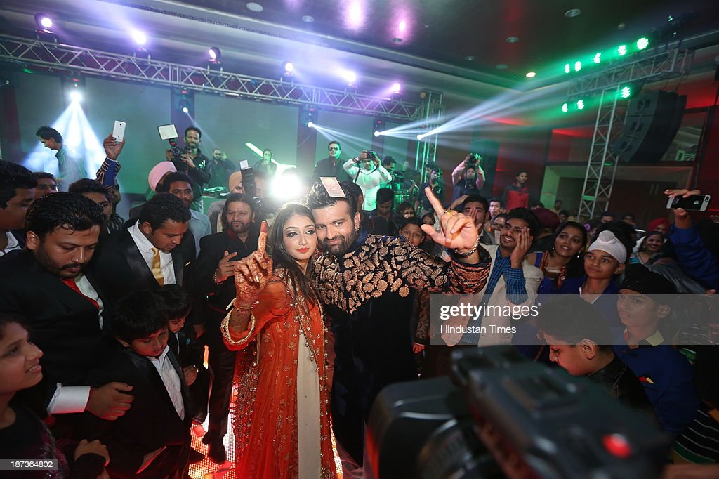 Daler Mehndi's Daughter Tie Knot With Son Of Hans Raj Hans : News Photo