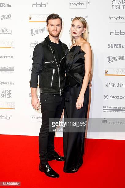Singer Daniel Grunenberg and singer Carolin Niemczyk attend the Goldene Henne on October 28 2016 in Leipzig Germany