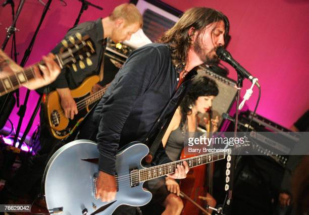 Singer Dave Grohl of Foo Fighters performs during the 2007 MTV Video Music Awards at The Palms Hotel and Casino on September 9 2007 in Las Vegas...