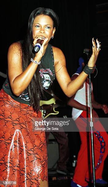 Singer Dawn Robinson of R B band Lucy Pearl performs July 21 2000 at Irving Plaza in New York City